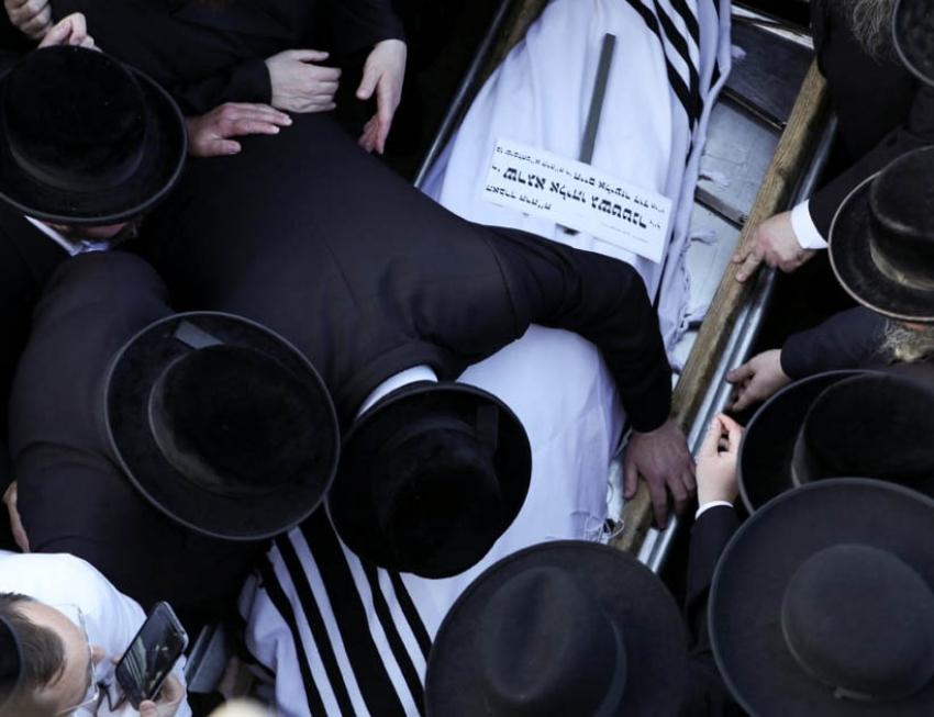 Primeros entierros de muertos en la estampida de Israel poco antes del Shabat