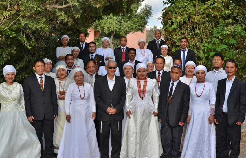 """Miembros de una """"tribu perdida"""" de la India establecen su hogar en Israel con un casamiento grupal."""