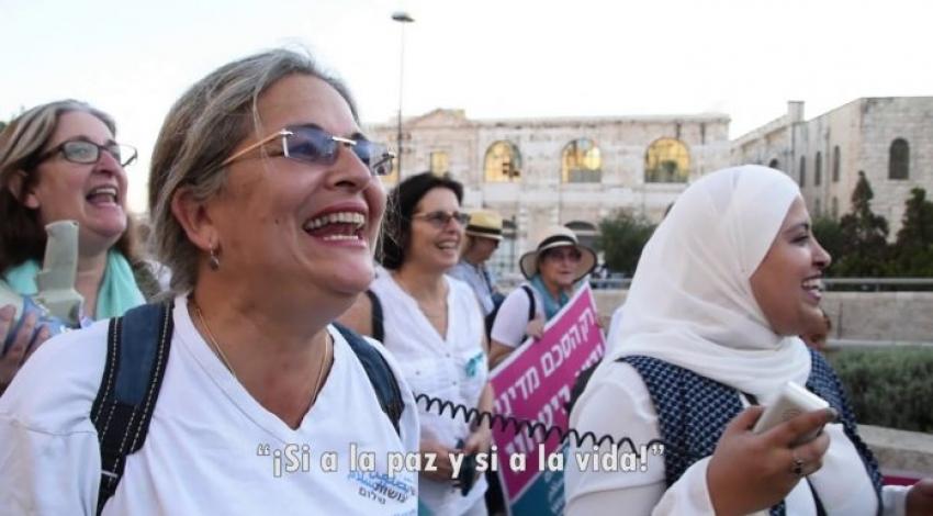 Mujeres judías y árabes marchan por la paz en Jerusalén.